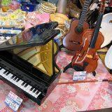 自動演奏のようなピアノとギターとチェロ