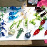 ガラス製の野菜や動物の箸置
